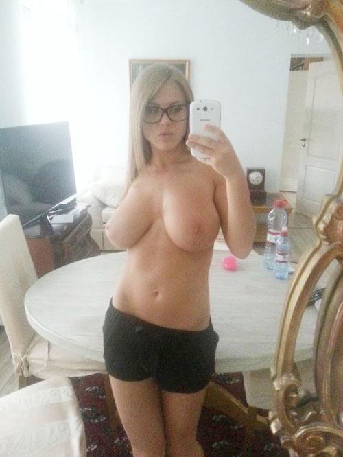 sex au téléphone blonde gros seins